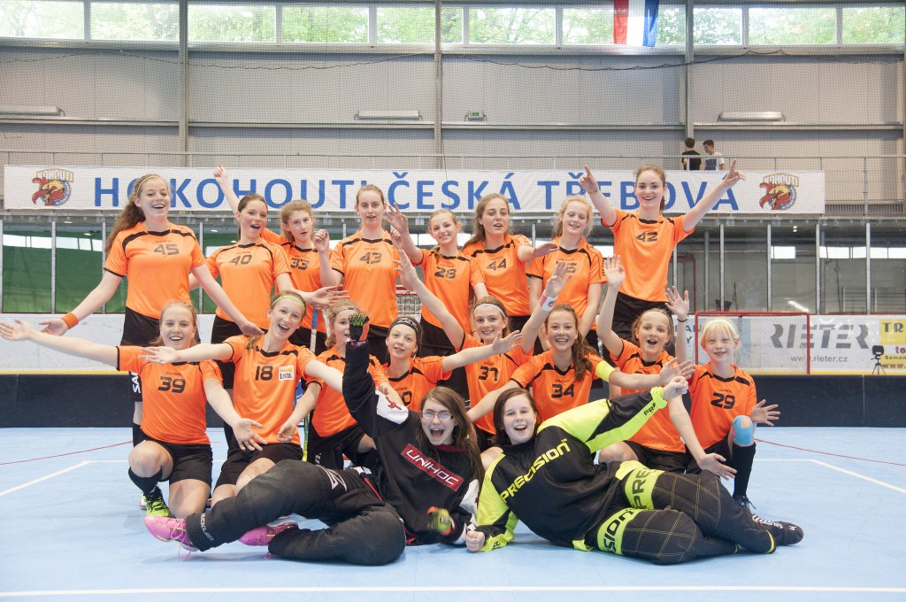 Floorballmeiden tijdens trainingskamp 2015 in Tsjechië
